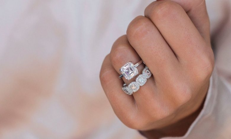 Emerald Cut Diamond Rings for Engagement